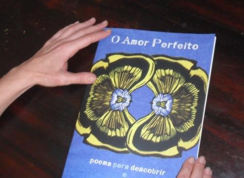 O Amor Perfeito ainda em formato de livro.